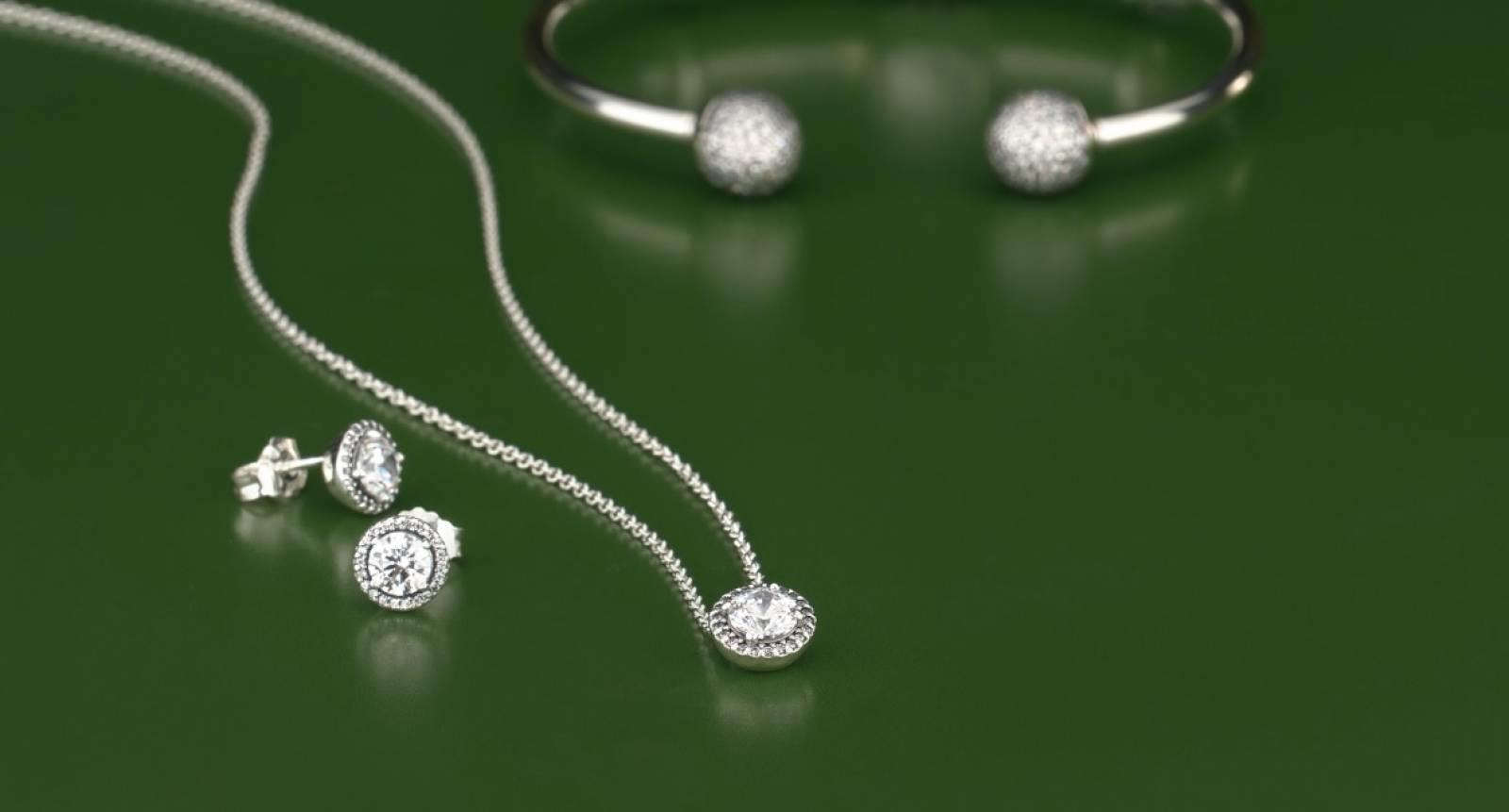Bijouterie avec collections de bijoux Pandora sur Deauville ...