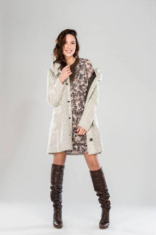 manteau tendance jacquard pour femme guide boutiques de mode guide shopping mode. Black Bedroom Furniture Sets. Home Design Ideas