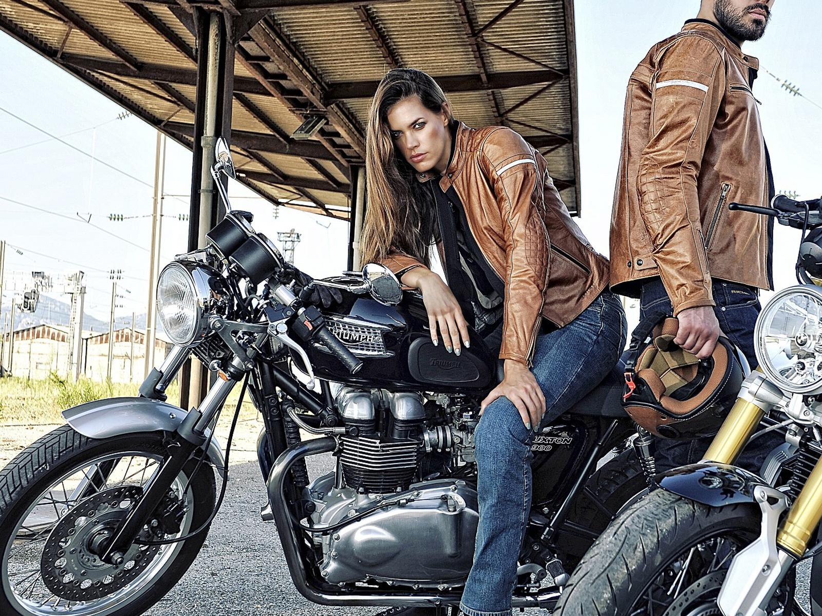 promotions sur les grandes marques de vestes en cuir marseille revacuir guide boutiques de. Black Bedroom Furniture Sets. Home Design Ideas